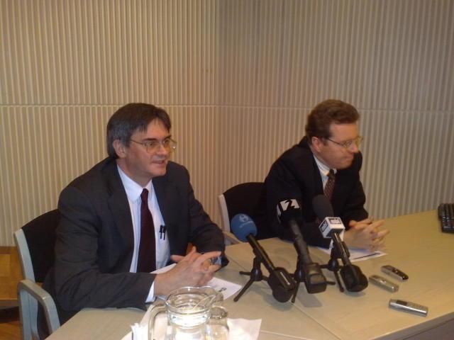Franek Rozwadowski og Mark Flanagan frá Alþjóðagjaldeyrissjóðnum.<br /><em>mbl.is/RAX</em>
