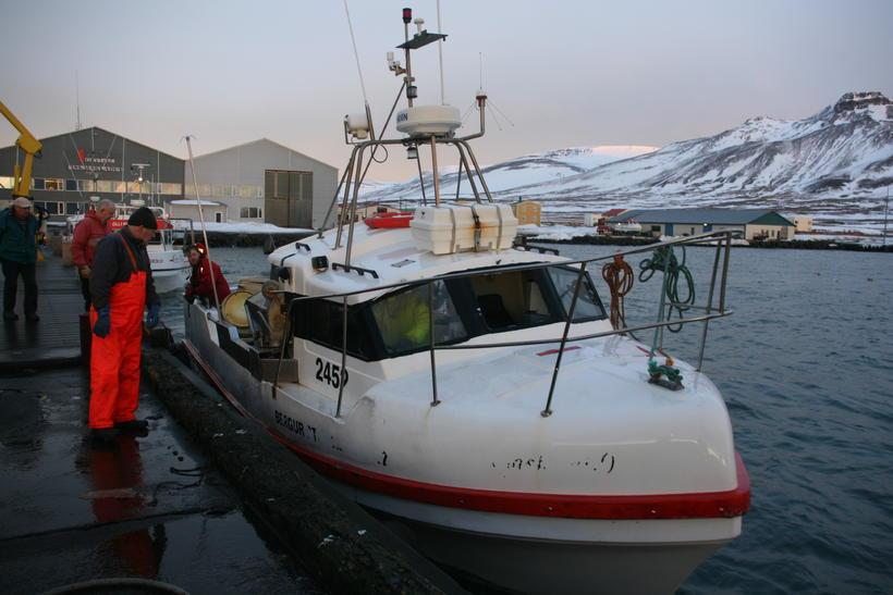 Bergur Sterki fékk á sig brotsjó við línuróður.